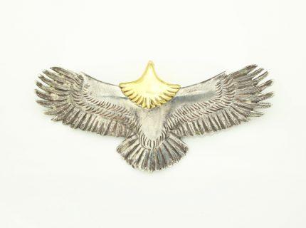 シルバーのイーグルモチーフの金メッキ